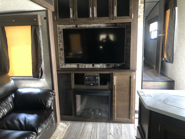2019 Cherokee Arctic Wolf by Forest river RV