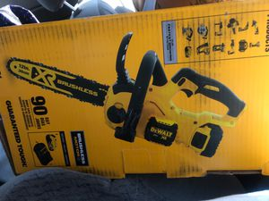 Dewalt 20 v brushless chainsaw and battery for Sale in Los Angeles, CA