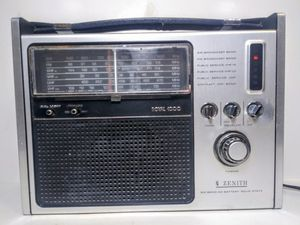 Vintage Zenith Royal 1000 RG1000Y Radio for Sale in Garland, TX