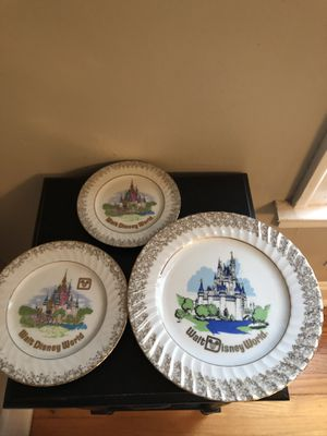 Set of three Disney collectable plates for Sale in Elmhurst, IL