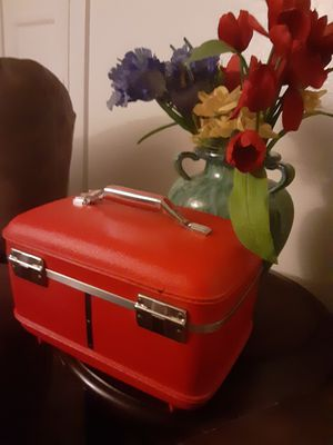 Vintage train case for Sale in Upland, CA