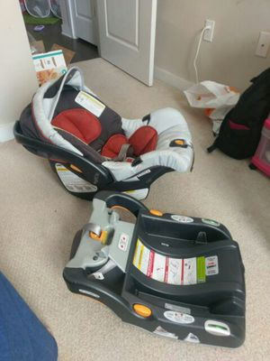 chicco keyfit 30 car seat base WITH the baby seat for Sale in Sterling, VA