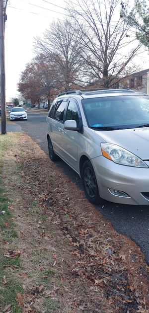 Toyota sienna xle limited for Sale in Somerset, NJ
