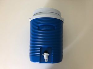 Rubbermaid 2 Gallon Cooler for Sale in Seattle, WA