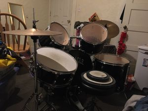 Drum set with 2 drum pads and chair for Sale in Sanger, CA