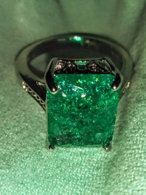 925 SILVER NATURAL EMERALD RING for Sale in Lawton, OK