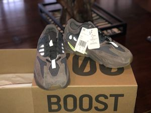 a95ef70dd Adidas Yeezy 700 Mauve Size 7 for Sale in Pompano Beach
