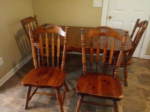 Kitchen Table with chairs & leaf for Sale in Lebanon, TN