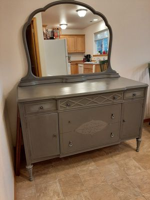 Stunning Solid Wood Vintage Dresser w/ Mirror for Sale in Wenatchee, WA