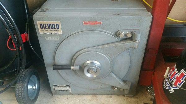 Diebold Lug Door Safe for Sale in Silver Spring, MD - OfferUp