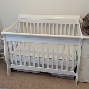 White Crib With Changing Table, Side Storage and Brand New Mattress For Sale For $350 for Sale in St. Cloud, FL