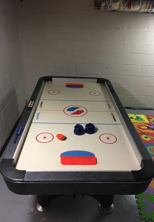 Air hockey table for Sale in Springfield, NJ