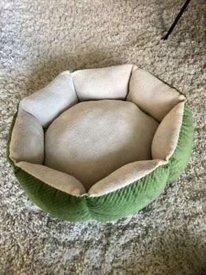 Small dog bed for Sale in Los Angeles, CA