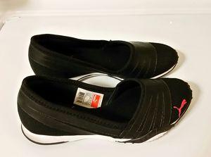 Puma Comfort Walking Shoe 5 1/2 for Sale in Miami, FL