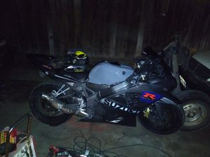 2005 20th anaversery gsxr 600 x asking 5k obo or trade for a bigger bike for Sale in Selma, CA