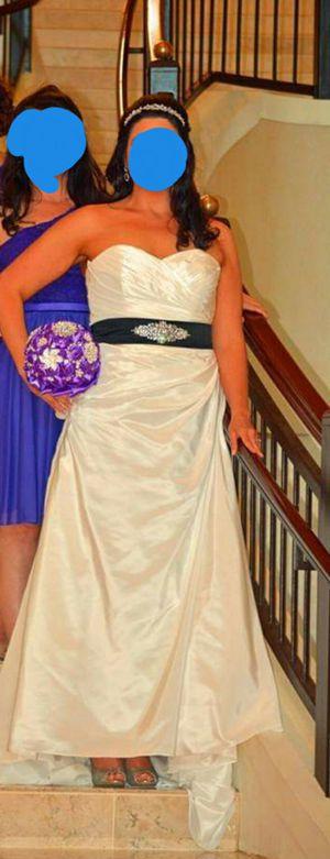 Beautiful Wedding Dress for Sale in Easley, SC