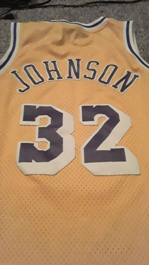 Lakers Magic Johnson Jersey (Medium) for Sale in Chandler, AZ