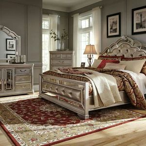 BEAUTIFUL KING BEDROOM SET 4PCS for Sale in Portland, OR