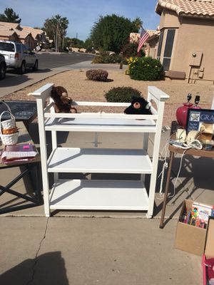 Graco White changing table on wheels $20.00 for Sale in Chandler, AZ