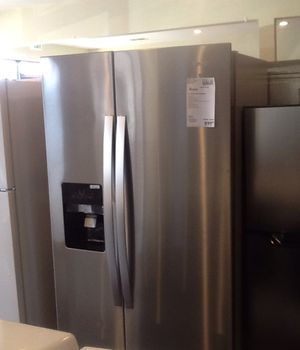 New open box whirlpool refrigerator WRS325SDHZ for Sale in Whittier, CA