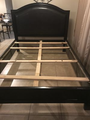 Dark brown queen size bed frame for Sale in Victorville, CA