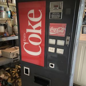 Vintage Coke Machine 1982 for Sale in Fort Worth, TX