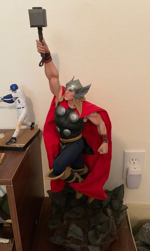 Sideshow Collectibles Marvel Thor Statue 1:5 Scale Polystone for Sale in Riverview, FL