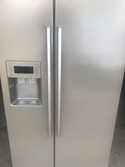 FREE Samsung Refrigerator for Sale in Canby,  OR