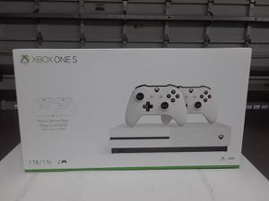Sale XBox one s 1tb + 2 controllers new and sealed for Sale in Pembroke Pines, FL