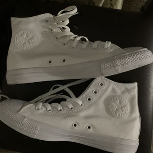 All white leather converse size 8 for Sale in Irving, TX