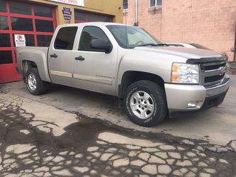 2007 Chevy Silverado for Sale in Moosic,  PA