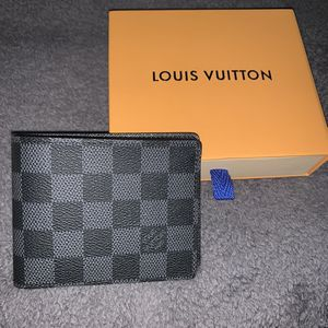 Louis Vuitton Damier Multiple Wallet for Sale in Huntington, NY