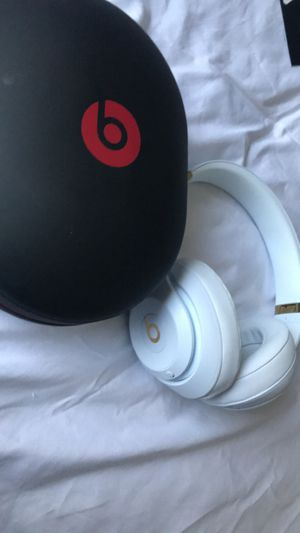Beats studio 3 wireless with mic and noise cancellation for Sale in Garland, TX
