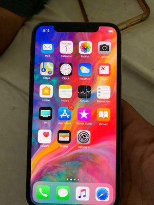 iPhone XS for sale !! ( icloud Lock )Serious buyers only $450)OBO for Sale in Los Angeles, CA