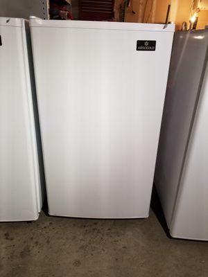 Mini Fridge with freezer tray for Sale in Mukilteo, WA