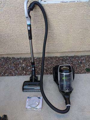 BISSELL, 2230 Pet Hair Eraser Bagless Cylinder Canister Vacuum Cleaner for Sale in Las Vegas, NV