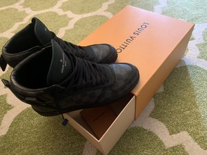 Louis Vuitton size 7. American size 8.5 for Sale in Concord, CA