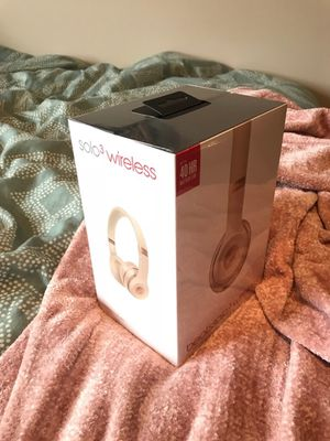 Beats by Dre Solo3 Wireless Headphones- Matte Gold for Sale in Lexington, KY