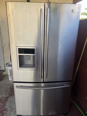 LG refrigerator in excellent condition with warranty offered for Sale in Miami, FL