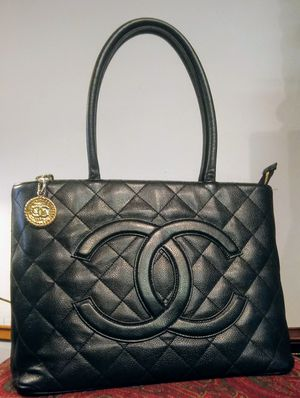 Chanel Authentic black quilted caviar leather gold medallion tote bag for Sale in Renton, WA