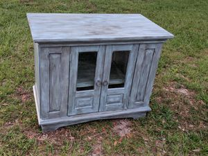 TV entertainment table or accent cabinet for Sale in Bartow, FL