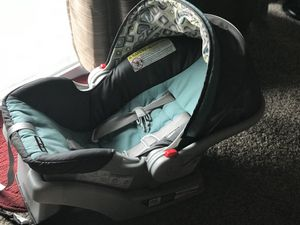 Graco infant car seat with base for Sale in Clifton Heights, PA