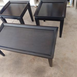 LIKE NEW LIVING ROOM TABLE SET for Sale in Bolingbrook, IL