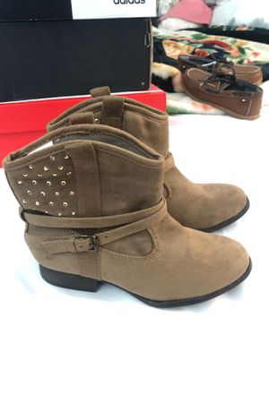 Little girl boots size 2 for Sale in Nuevo, CA