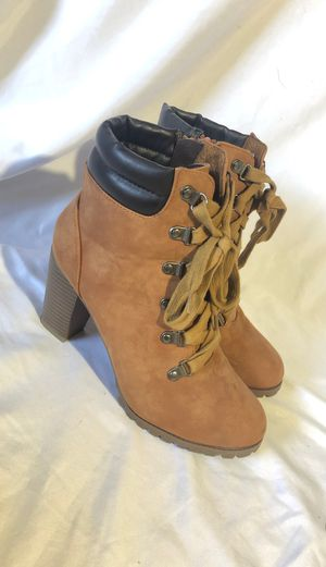 Tan boots w heels size 8 for Sale in Canby, OR