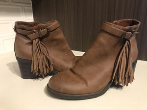 Barely worn!! Sam Edelman fringe ankle boots for Sale in Woburn, MA
