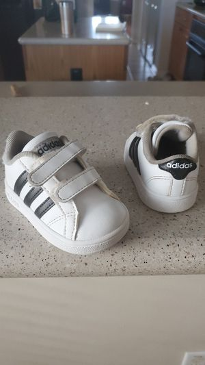 Size 4 toddler adidas for Sale in Dickinson, TX
