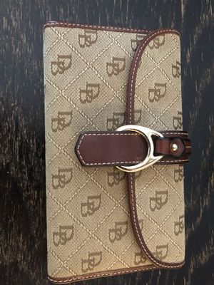 Authentic Dooney and Bourke wallet for Sale in Tampa, FL