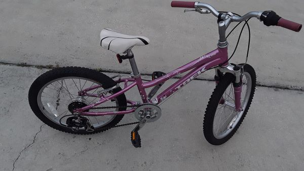 Trek mt 60 girls 20 inch mountain bike