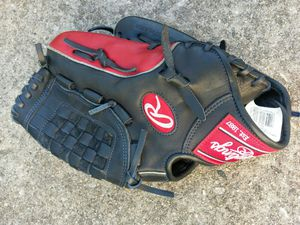 Baseball glove for Sale in Glen Burnie, MD